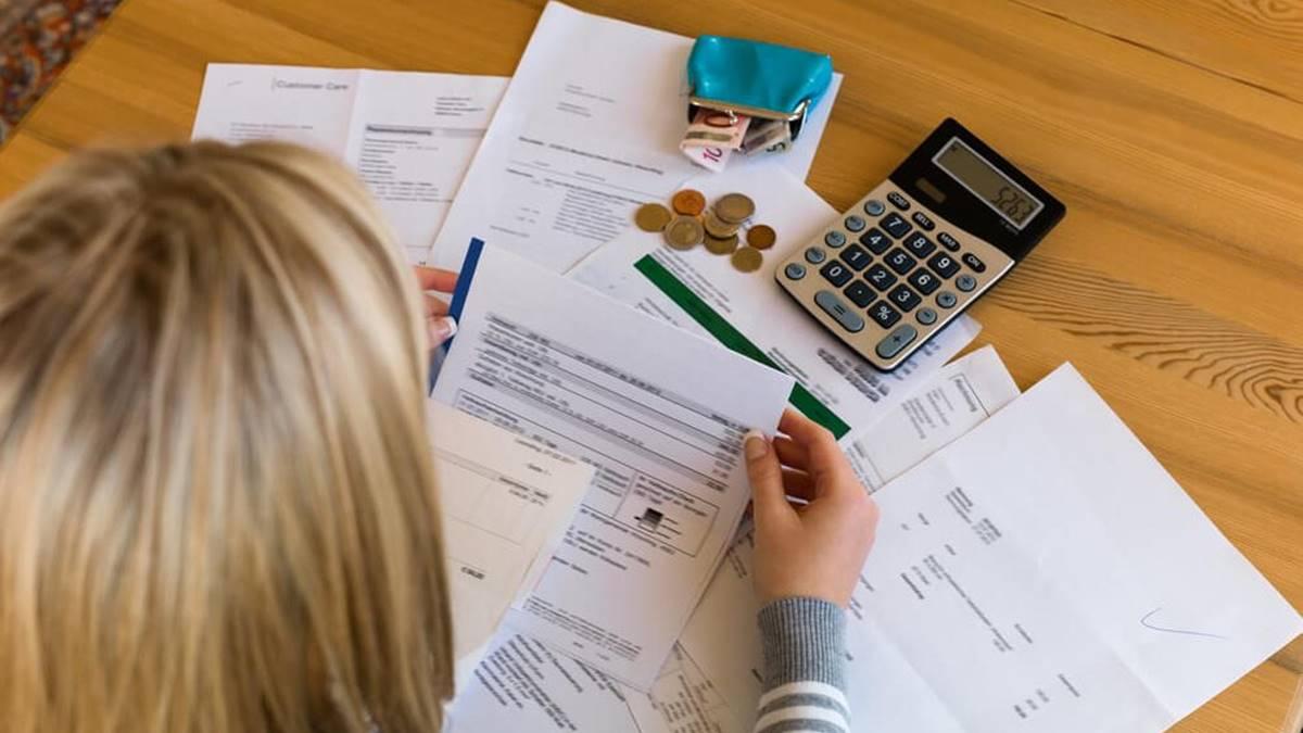 Como organizar as contas do mês?