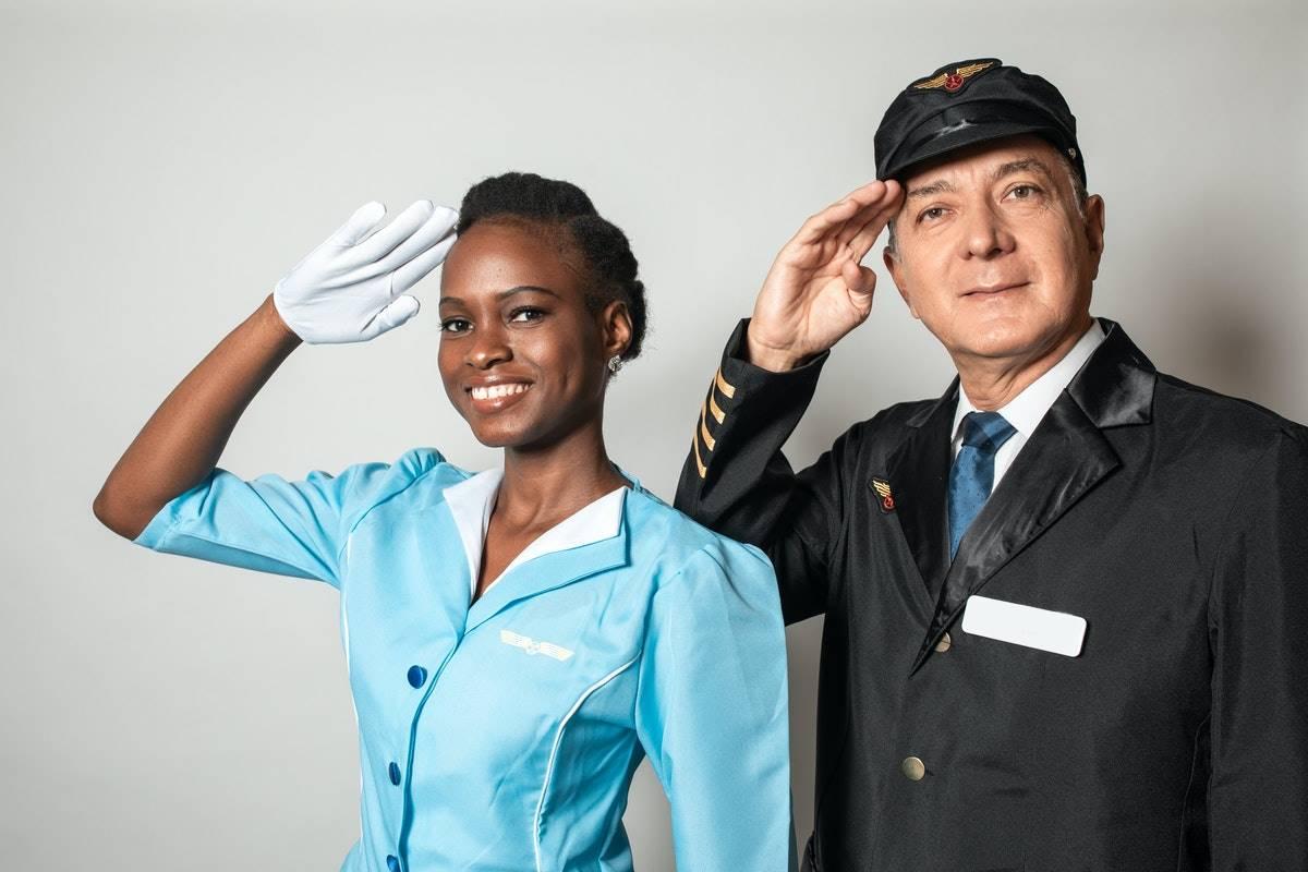 comissario de bordo emirates